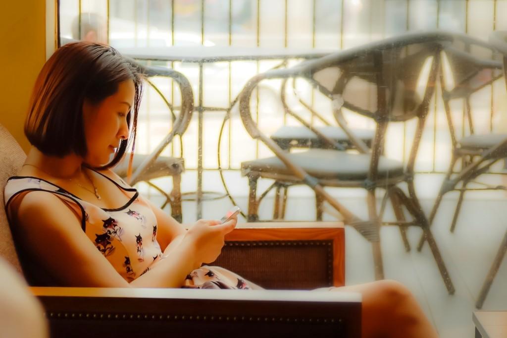 Woman in Starbucks Chongqing Fuji TCL-x100